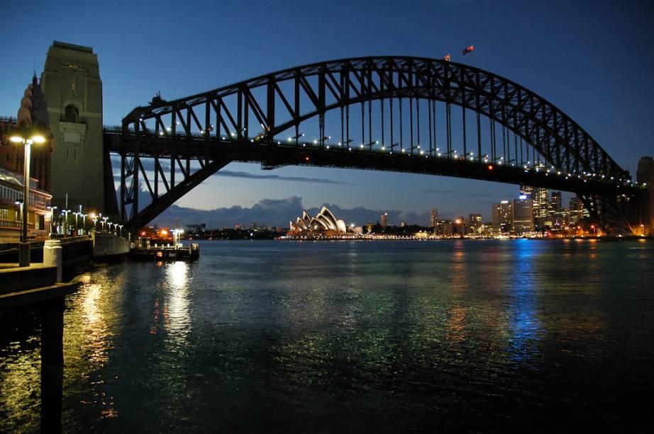 A Harbour Bridge, uma das maiores pontes de aço do mundo, e, ao fundo, o Opera House