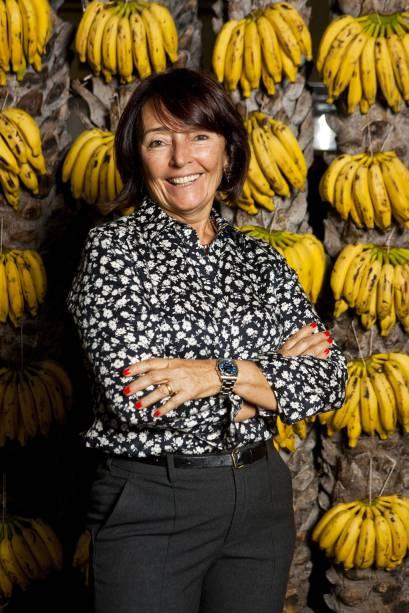 Leneide Maia Albuquerque, proprietária da rede de restaurantes Mangai, se torna a primeira mulher a conquistar o prêmio e altera o nome da premiação para Restauratrice do Ano na edição 2012 do GUIA BRASIL