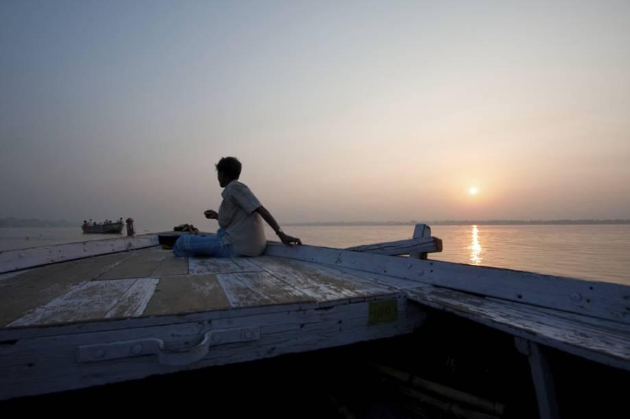 Barqueiro no rio Ganges, Varanasi