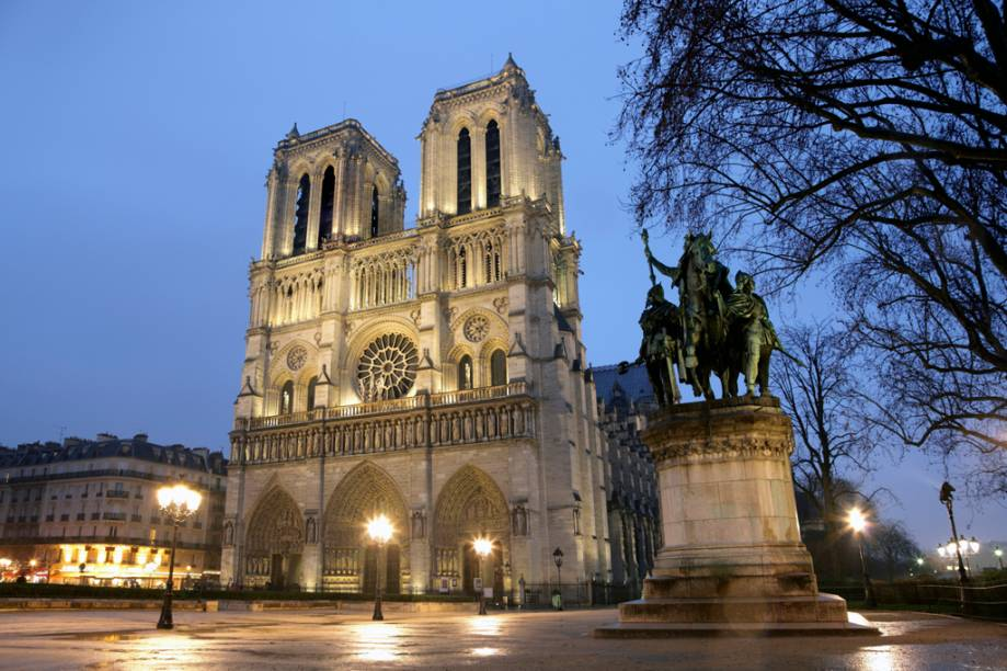 A impressionante Catedral de Notre Dame: depois do incêndio de abril de 2019, as visitas foram suspensas, mas ela segue um marco da capital francesa