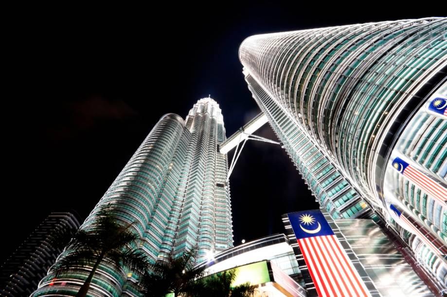 <strong>Petronas Tower, Kuala Lumpur, Malásia</strong>Com 452 metros de altura, as torres gêmeas da Malásia foram por alguns anos os maiores edifícios do mundo. A engenharia vanguardista do projeto levou em conta diversos traços da cultura islâmica, a religião predominante no país