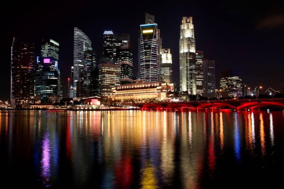 Skyline de Cingapura, a ilha-nação que se tornou um tigre asiático, com sua economia baseada em instituições financeiras, comércio e tecnologia