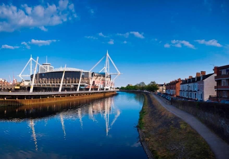 Um dos maiores estádios com teto retrátil da Europa, o Milleniium Stadium foi construído para a Copa do Mundo de Rugby, mas recebe eventos culturais e partidas da seleção nacional de futebol