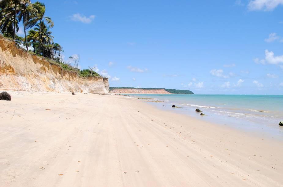 O extenso areal da Praia de Carro Quebrado, que é coberto pelas águas, durante a maré cheia