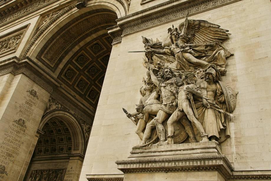 Detalhe do Arco do Triunfo, símbolo parisiense encomendado por Napoleão Bonaparte