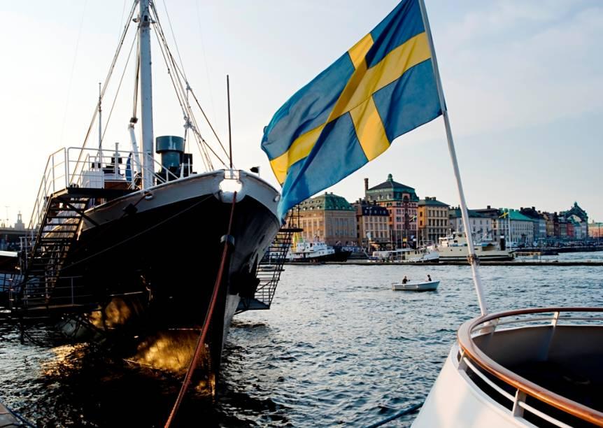 A Suécia, como outros países nórdicos, adotou uma bandeira baseada na Dannebrog dinamarquesa. Considerada a bandeira oficial mais antiga em uso por uma nação soberana, a bandeira com cruz daria origem aos de outros países da região como Islândia, Noruega e Finlândia