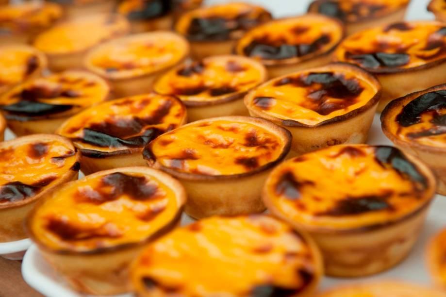 """<strong>Pastel de Belém, Portugal</strong>    O pastel de nata com massa crocante é simplesmente divino em manhãs frias de <a href=""""http://viajeaqui.abril.com.br/cidades/portugal-lisboa/"""" rel=""""Lisboa"""" target=""""_blank"""">Lisboa</a>. Acompanhado por um café com leite próximo ao Mosteiro dos Jerónimos, faz a felicidade de turistas e locais"""