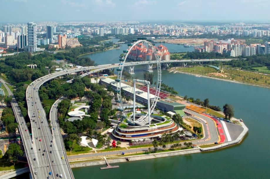 O Singapore Flyer, de 165 metros de altura, é a mais alta roda-gigante do mundo