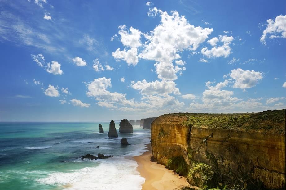 Vista geral dos Doze Apóstolos, 270 km a sudoeste de Melbourne