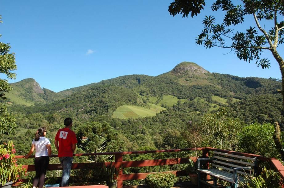 """Vista da Pedra do Forno, <span style=""""font-weight:400;"""">a 1 971 metros de altura</span>"""