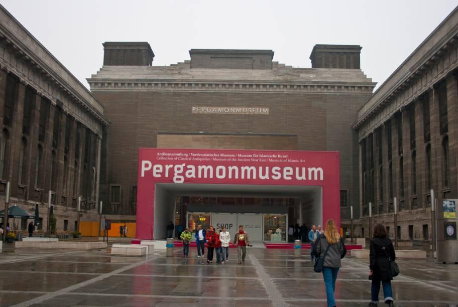 Erguido entre 1910 e 1930 para abrigar o Altar de Pérgamo, templo grego do século 2 a.C, o Museu Pergamon reúne uma coleção de arte da antiguidade clássica e peças do antigo Oriente