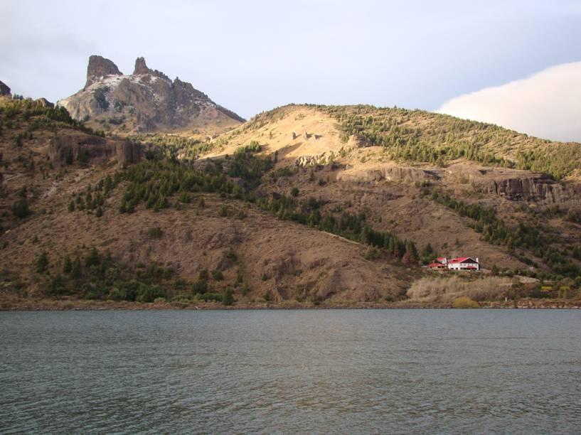 O passeio dos Sete Lagos é uma estrada de 80 quilômetros entre Villa La Angostura e San Martín de Los Andes, nos arredores de Bariloche