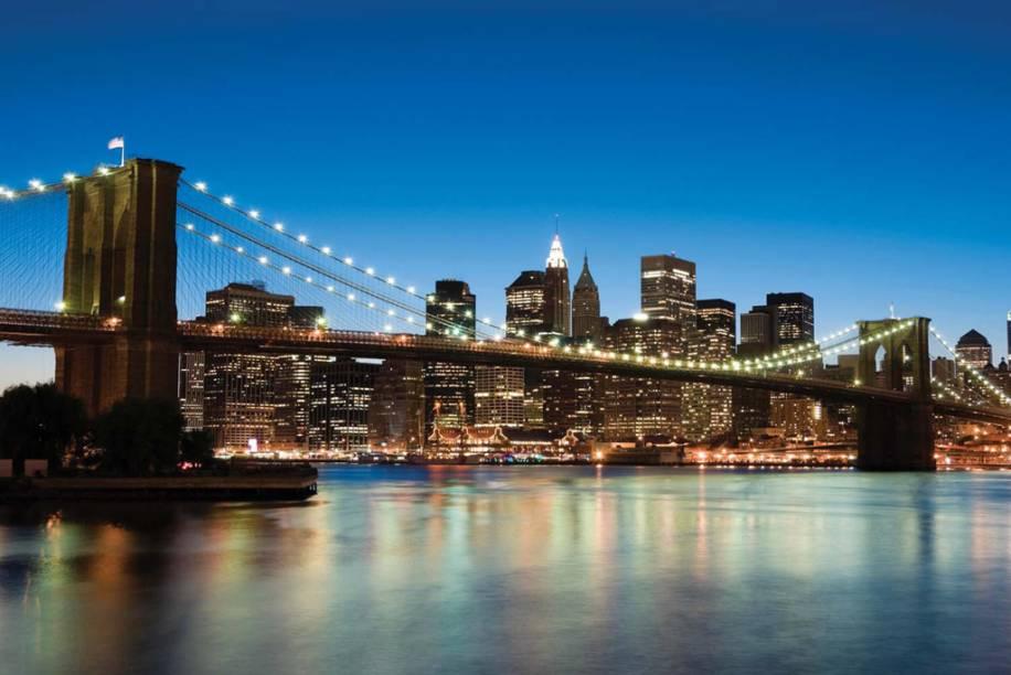 A era das grandes pontes de Nova York começou com a inauguração, em 1883, da ligação do Brooklyn a Manhattan. Foi a primeira ponte de aço suspensa do mundo