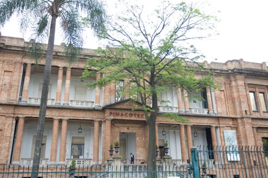 O acervo da Pinacoteca do Estado, um dos mais importantes do país, é valorizado pela arquitetura do museu.Restaurado em 1998 seguindo o projeto do arquiteto Paulo Mendes da Rocha, a Pinacoteca tem mais de 8 mil peças em seu acervo e é um dos principais atrativos turísticos paulistanos