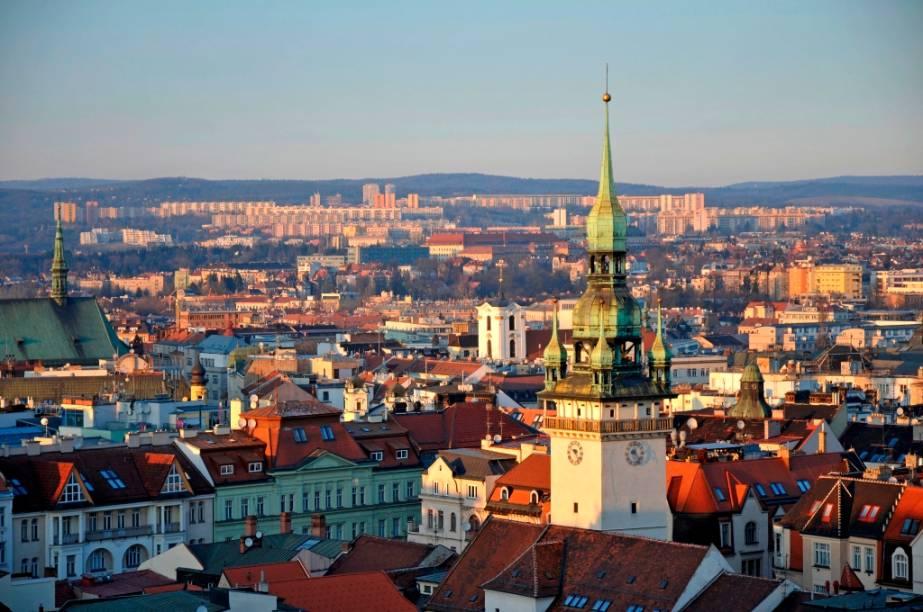 Boa parte das cidades mais visitadas da República Tcheca ficam na região da Boêmia, como Praga, Pilsen e Cesky Krumlov. No entanto, a Morávia reserva agradáveis atrações, como a cidade de Brno, a segunda maior do país