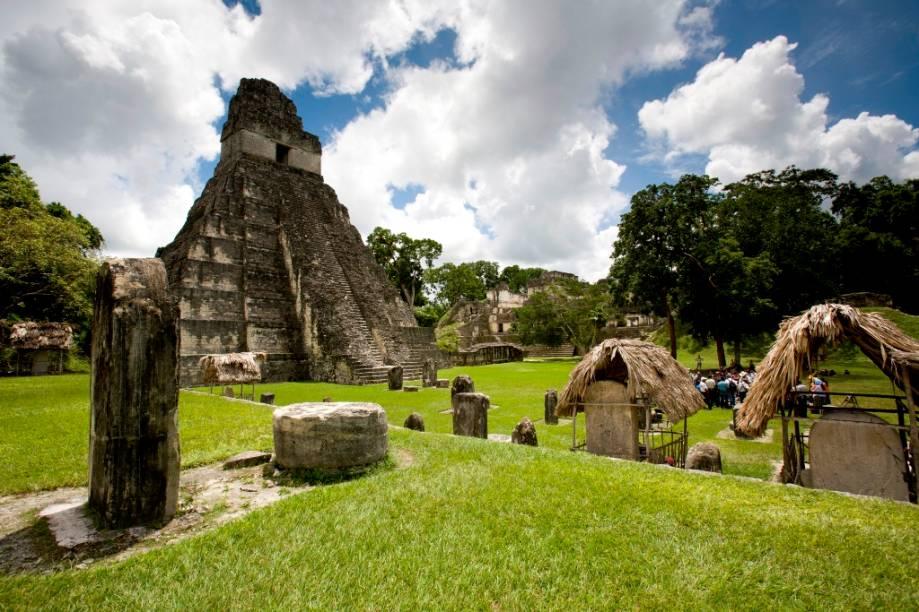 """As <a href=""""http://viajeaqui.abril.com.br/estabelecimentos/guatemala-cidade-da-guatemala-atracao-parque-nacional-tikal"""" rel=""""ruínas maias de Tikal"""" target=""""_blank"""">ruínas maias de Tikal</a> são um dos maiores legados arquitetônicos e culturais dos povos pré-colombianos da <a href=""""http://viajeaqui.abril.com.br/continentes/america-central"""" rel=""""América Central"""" target=""""_blank"""">América Central</a>. Patrimônio da Humanidade pela Unesco, eles atraem dezenas de milhares de turistas à <a href=""""http://viajeaqui.abril.com.br/paises/guatemala"""" rel=""""Guatemala"""" target=""""_blank"""">Guatemala</a>"""