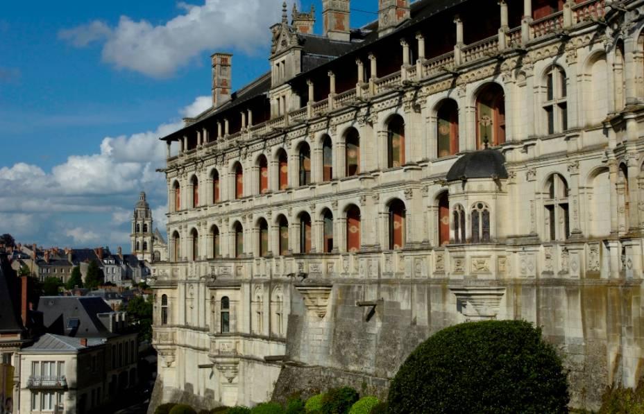 Com um saguão gótico do século 13, o Castelo de Blois foi transformado em um palácio renascentista por Luís 12 no século 16. Cheio de aposentos secretos e a magnífica escada octogonal de Francisco I, hoje o château abriga dois museus, um dedicado às artes decorativas e outro à arqueologia