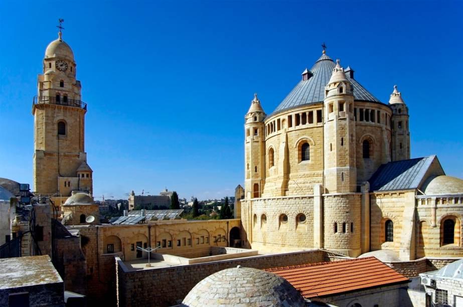 Basílica da Anunciação, em Nazaré, Israel, construída no lugar onde o arcanjo Gabriel anunciaria a chegada de Jesus a Maria