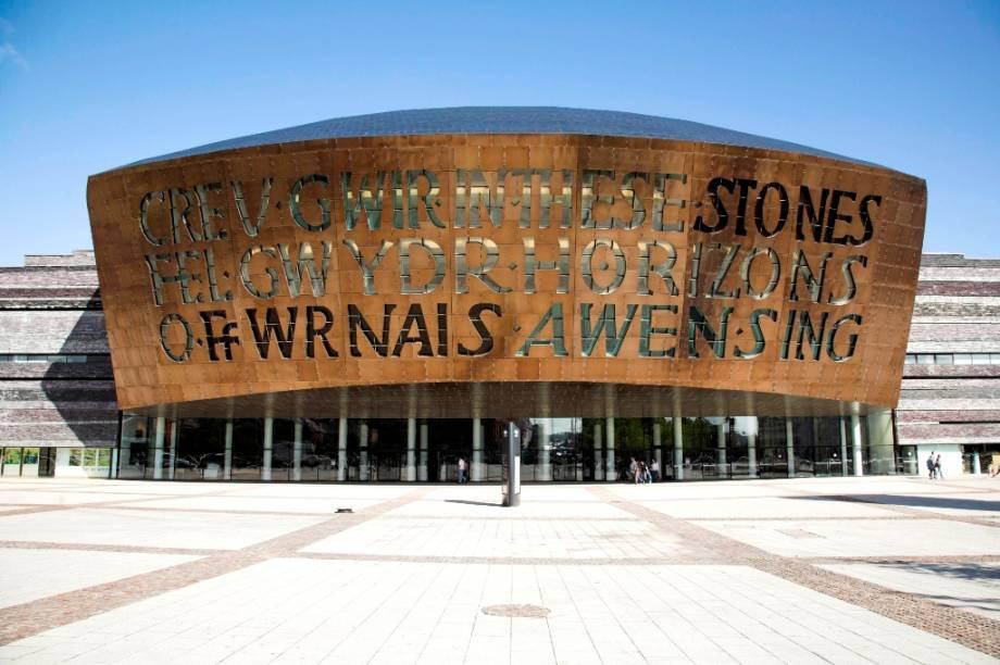 Um dos novos cartões-postais do País de Gales, o Wales Millenium Center, é um grande complexo de arte e cultura que recebe shows, mostras e festivais, além de jogos de futebol e rugby