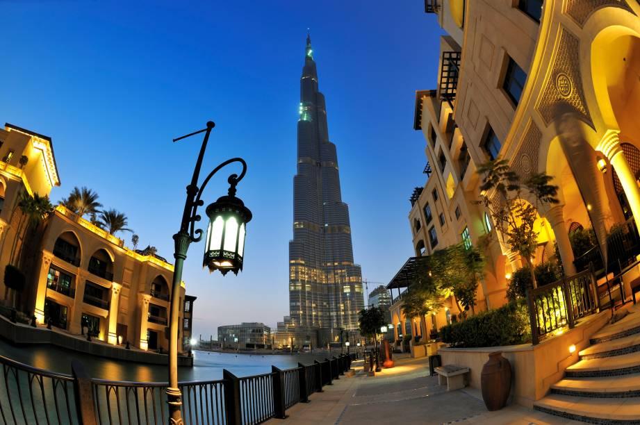 <strong>Burj Khalifa, Dubai, Emirados Árabes Unidos</strong>            O edifício mais alto do mundo é apenas uma das muitas construções extravagantes de Dubai. Seus 829,8 metros de altura foram desenhados pela companhia Skidmore, Owen e Merrill
