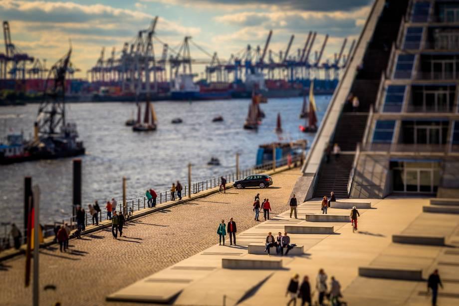 O porto de Hamburgo é ponto agitado na cidade