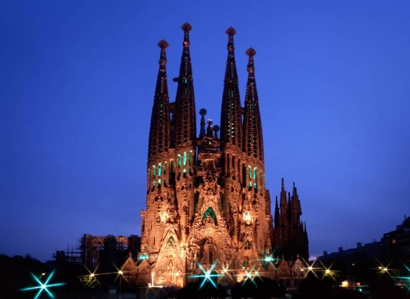 O cruzeiro inclui excursões em Barcelona, como a visita à Sagrada Família de Gaudí