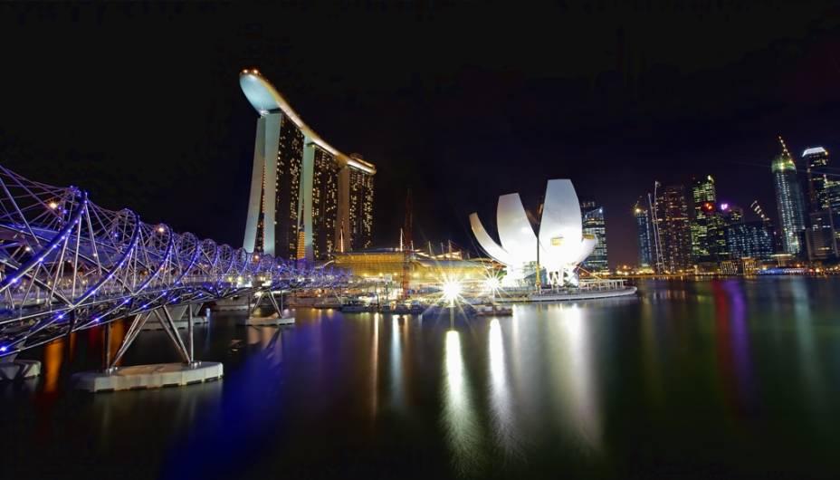 O Marina Bay Sands é o mais novo cartão-postal de Cingapura, com seu complexo de hotéis, shoppings, teatro e cassino. O edifício em formato de flor de lótus é o ArtScience Museum