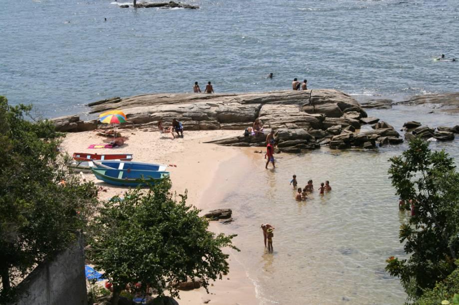 Pequena e quase deserta, a Praia da Lagoinha tem mar calminho, bom para as crianças