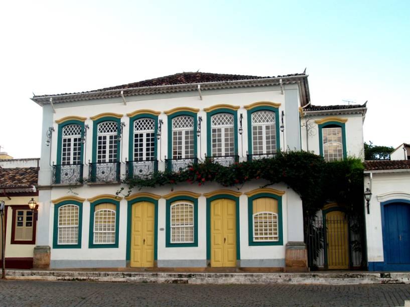 Residência do ex-presidente Tancredo Neves entre 1957 e 1985, o Solar dos Neves ainda pertence à família