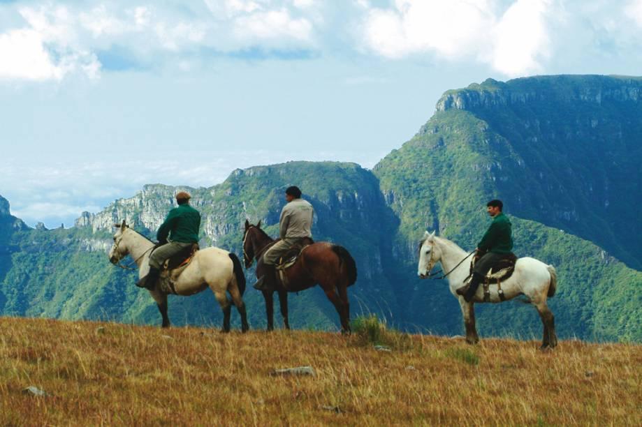 Hóspedes do Rio do Rastro Eco Resort, durante passeio a cavalo pela Serra Catarinense