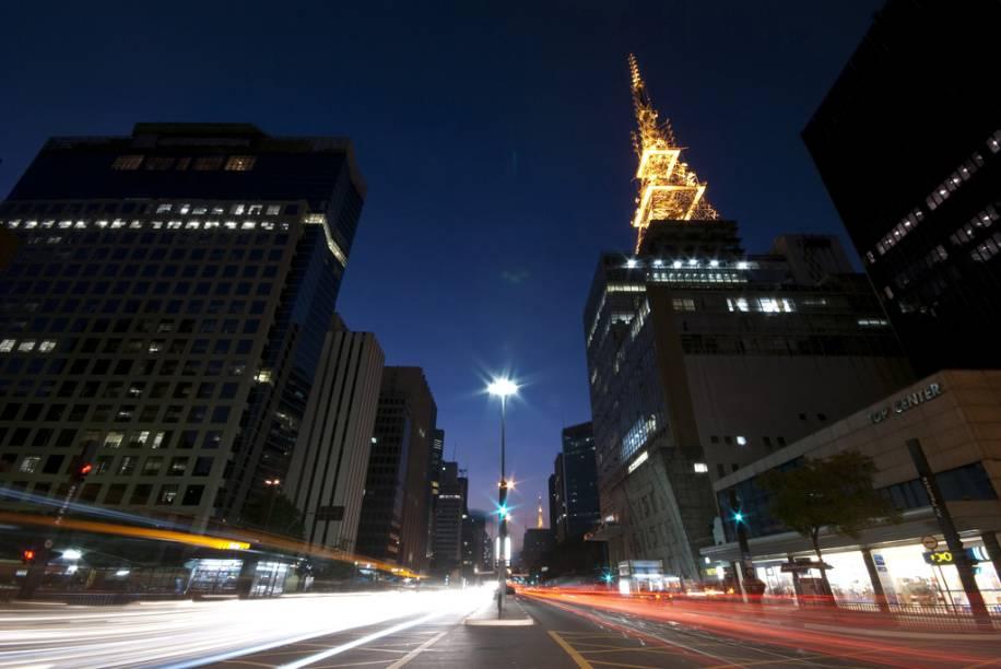 """<strong>6. <a href=""""http://viajeaqui.abril.com.br/cidades/br-sp-sao-paulo/"""" rel=""""São Paulo"""">São Paulo</a></strong>A capital paulista recebeu um novo lançamento em 2011, com 147 unidades. O valor geral de vendas é de 59 milhões de reais, segundo levantamento da Lopes. O preço médio por metro quadrado é de 11.530 reais. Na foto, vista noturna da Avenida Paulista"""