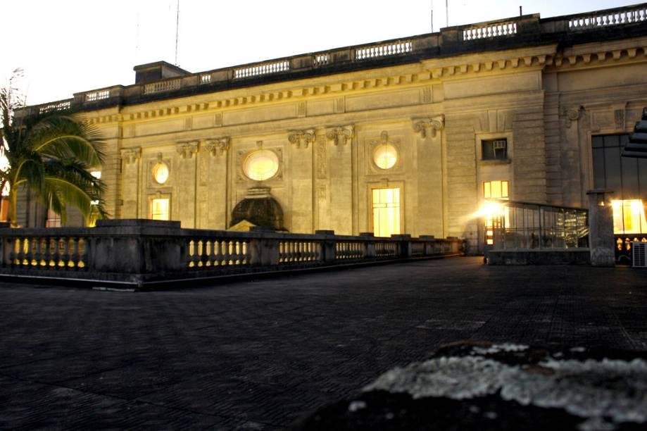 O melhor do Palácio Piratini, sede do Governo Estadual que fica em Porto Alegre, no Rio Grande do Sul, está nos salões do piso superior, que podem ser visitados com guia