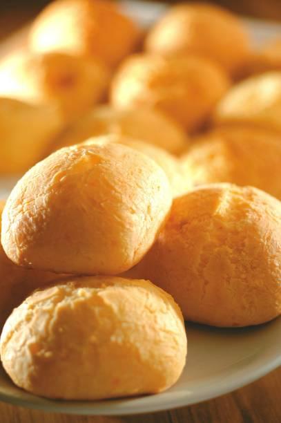 """<strong>2. Pão de queijo</strong>A culinária de <a href=""""http://viajeaqui.abril.com.br/estados/br-minas-gerais"""" rel=""""Minas Gerais"""">Minas Gerais</a> presenteou o país com o pão de queijo, quitute que perfuma o ambiente e cai bem a qualquer hora –especialmente quando sai quentinho do forno"""