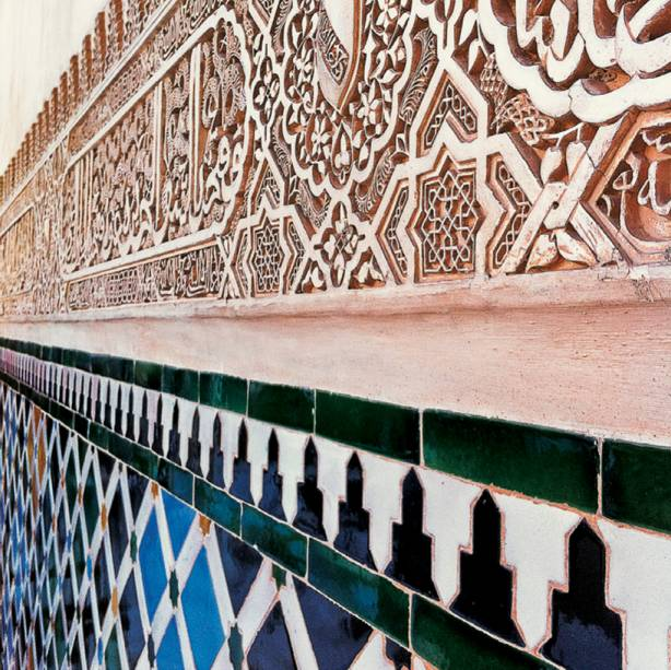 """Alá nos arabescos de <a href=""""http://viajeaqui.abril.com.br/estabelecimentos/espanha-granada-atracao-alhambra"""" rel=""""Alhambra"""" target=""""_self"""">Alhambra</a>"""