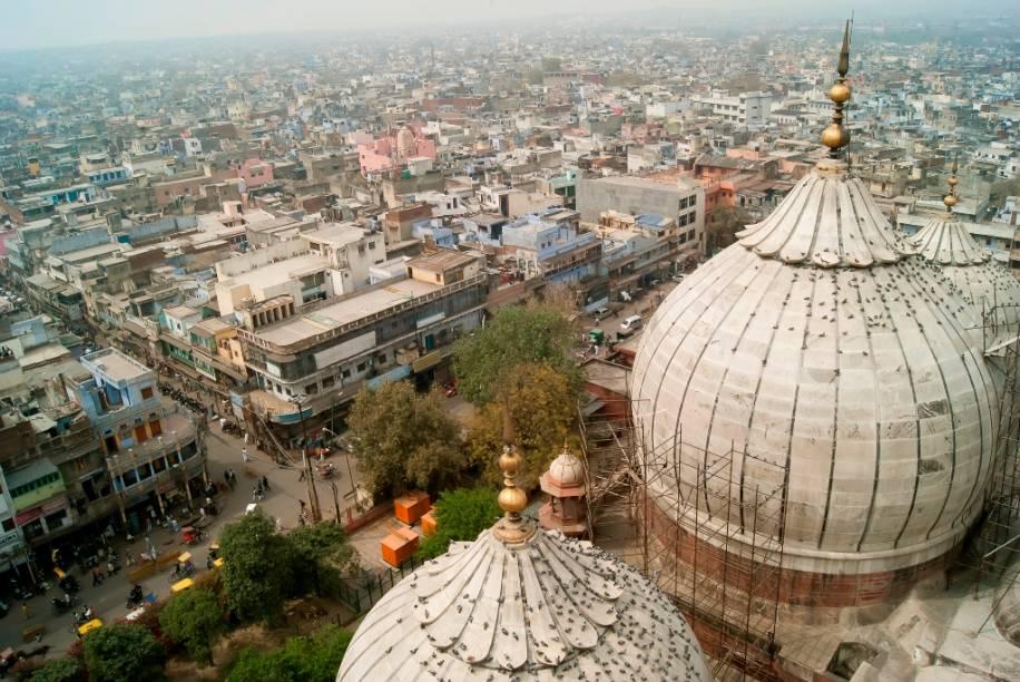 Cúpulas da mesquita Jama Masjid, do século 17, sobre a antiga cidade de Délhi