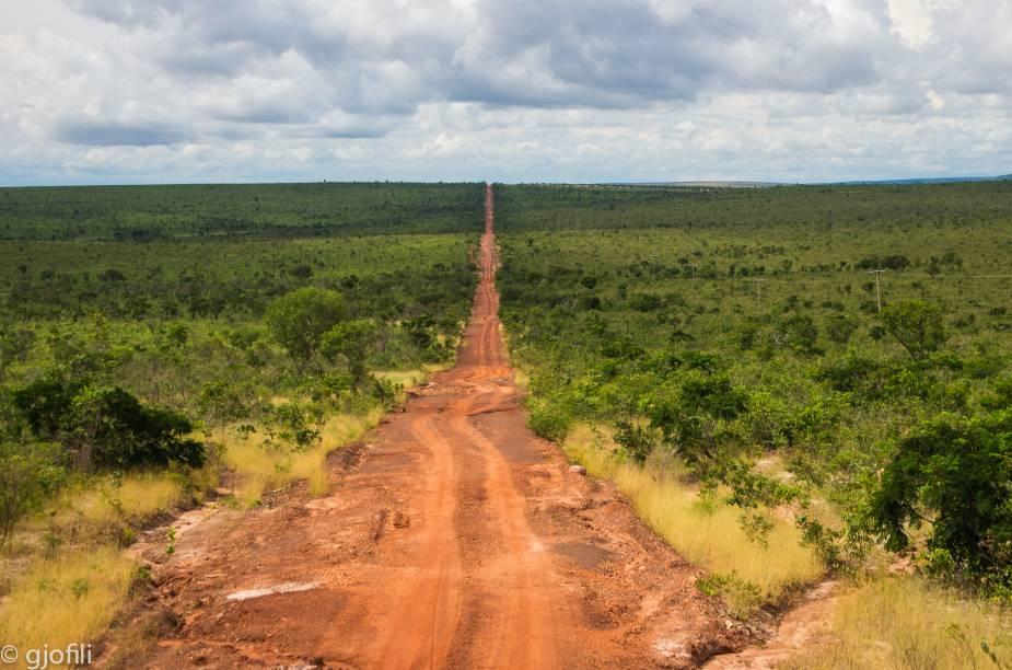 """<a href=""""http://viajeaqui.abril.com.br/cidades/br-to-jalapao"""" rel=""""Jalapão"""" target=""""_blank""""><strong>Jalapão</strong></a>    As distâncias são muito grandes entre uma atração e outra no Jalapão. As estradas de terra exigem atenção, mas a paisagem não cansa os olhos"""