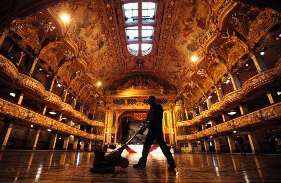 Sede de um dos mais renomados eventos de dança de salão do mundo, o piso do salão central Blackpool Tower Ballroom possui mais de 30 mil tacos de madeira de lei