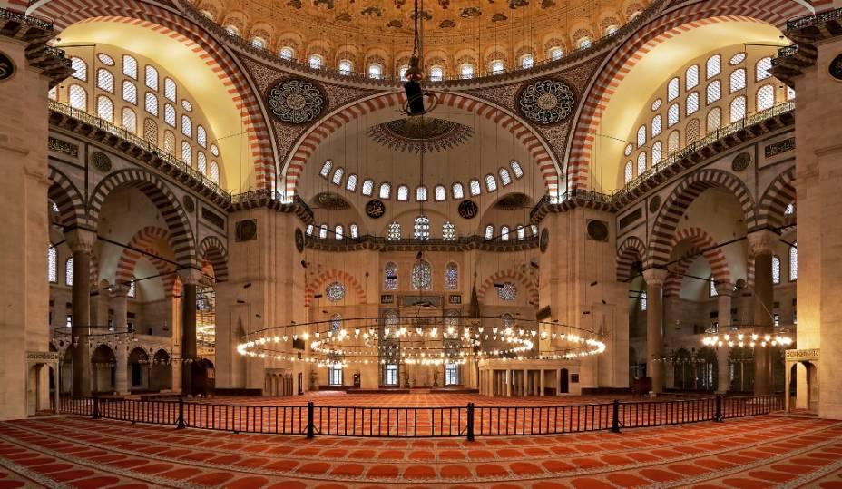 A Mesquita de Solimão representa o zênite da arquitetura religiosa otomana