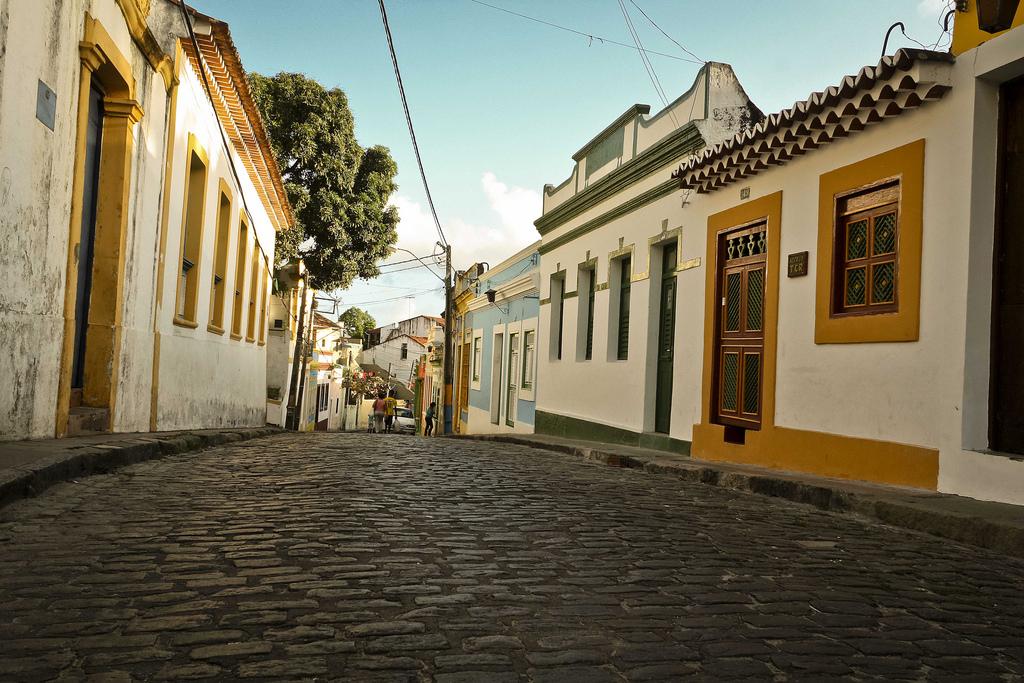 Com restaurantes, pousadas, ateliês e museus, a Rua do Amparo é o polo Cultural do Centro Histórico do Olinda