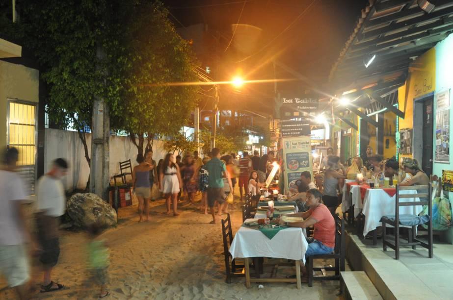 As barraquinhas e bares da Rua Caminho da Praia, da Praça Aureliano Lima e da Segunda Praia são muito procuradas