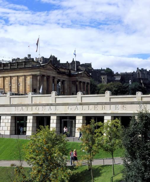 Na National Gallery estão obras clássicas de mestres como Botticelli, Rubens, Rafael e Monet