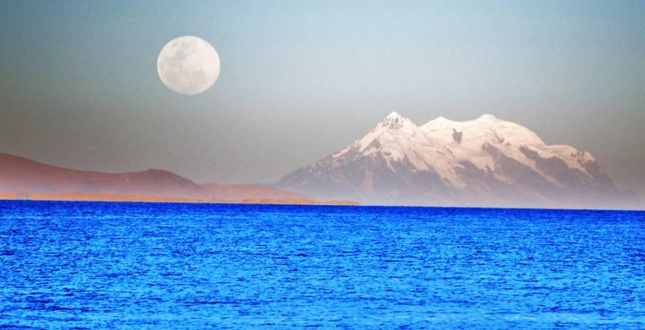 """Lua cheia no Lago Titicaca, na <a href=""""http://viajeaqui.abril.com.br/paises/bolivia"""" rel=""""Bolívia"""" target=""""_blank"""">Bolívia</a>"""