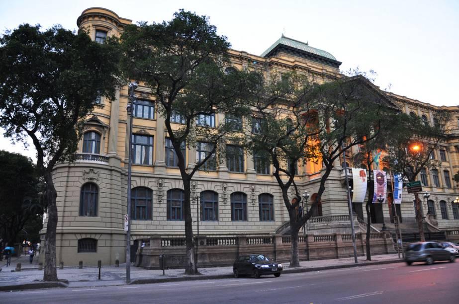 Com mais de 10 mil obras, a Biblioteca Nacional do Rio de Janeiro é a maior da América Latina
