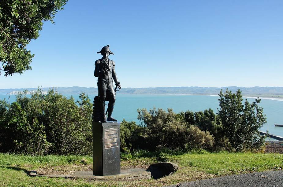 Há estátuas do aventureiro James Cook espalhadas por vários cantos da cidade de Gisborne, na Nova Zelândia