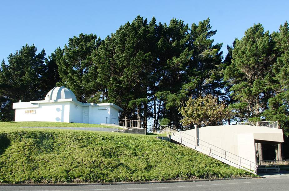 O James Cook Observatory é o observatório astronômico situado mais a leste no planeta - nas lentes dos telescópios, o céu aparece primeiro