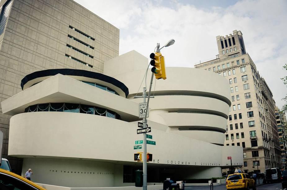 """Na 5ª Avenida e de frente para o Central Park, o prédio de quatro pavimentos em caracol é uma obra-prima em si, e exibe de forma rotativa um acervo de mestres do impressionimo, pós-impressionismo, abstracionismo e expressionismo.<strong>Page """"o quanto quiser"""" aos sábados das 17h45 às 19h45 </strong><em>(preço regular: US$ 25).</em>"""