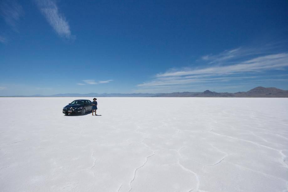 """<strong>4. Bonneville Salt Flats em Utah, <a href=""""http://viajeaqui.abril.com.br/paises/estados-unidos"""" rel=""""Estados Unidos"""" target=""""_blank"""">Estados Unidos</a></strong>                                                Assim como na Bolívia e no Chile, onde existem desertos de sal, a planície salgada de Utah também é o que sobrou de um antigo lago. Apesar de ser enorme, algumas áreas do deserto de sal de Utah são usadas para testes militares e não podem ser exploradas por civis"""