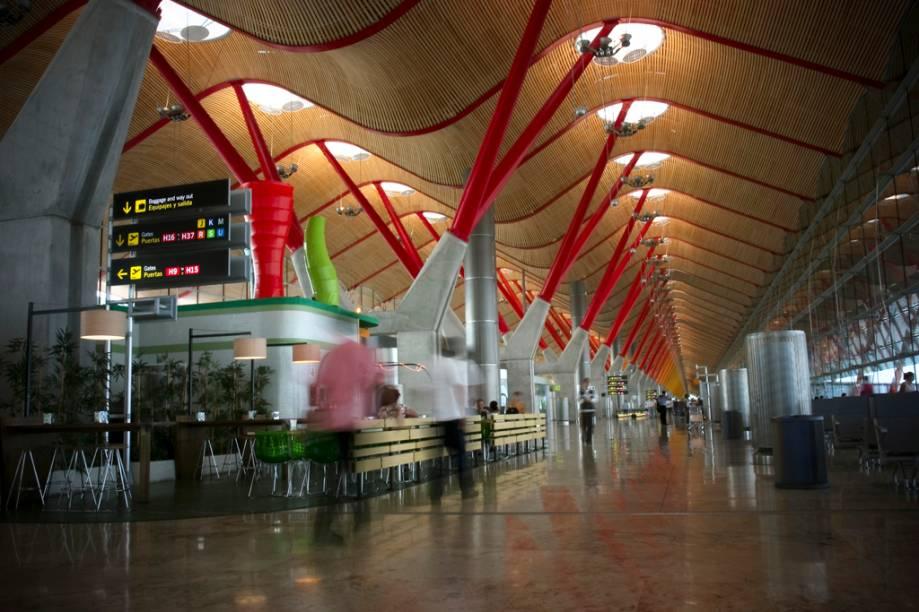 No Terminal Internacional do Aeroporto de Barajas é possível pegar um metrô até o centro de Madri