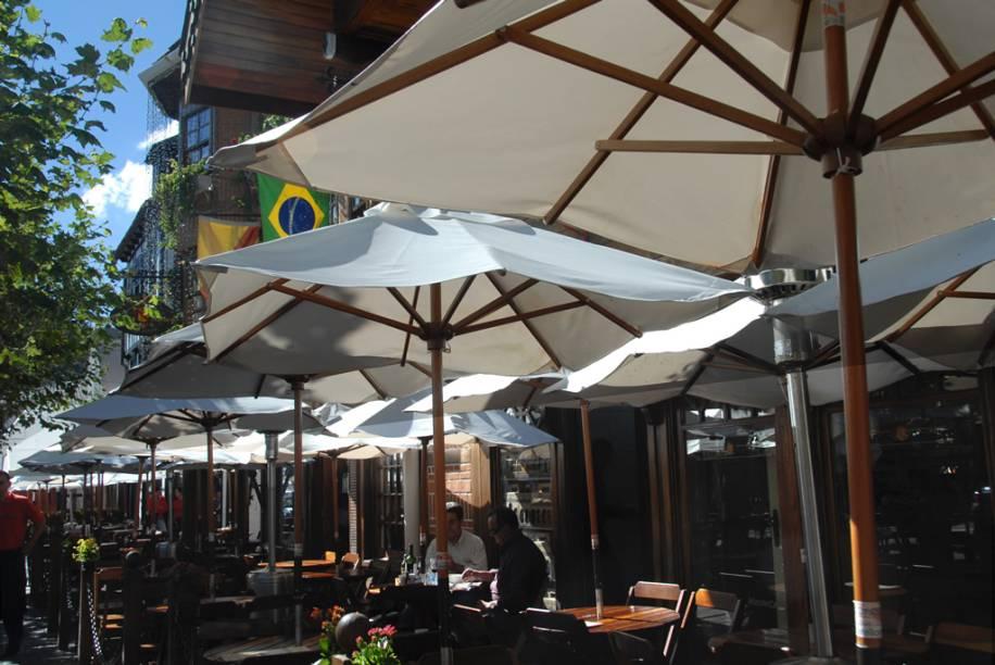 Alçado a atração turística, o bar Baden Baden é o epicentro do agito na Vila Capivari
