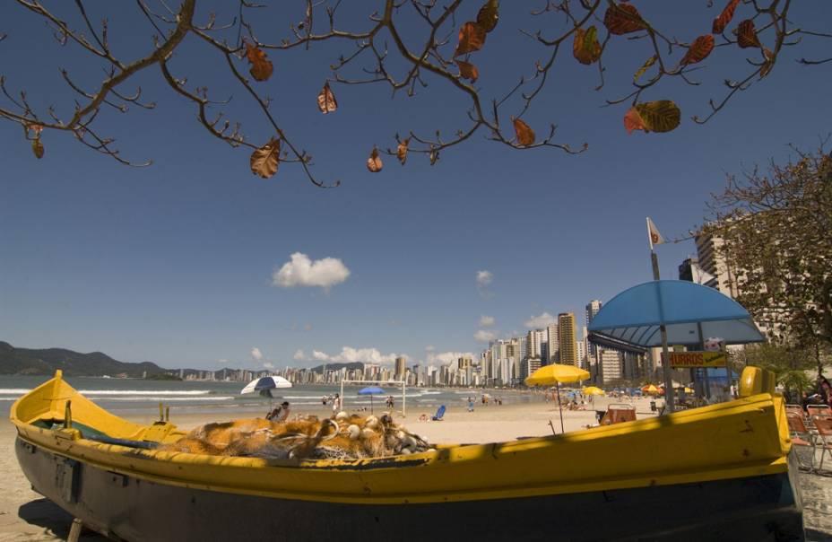 A Praia Central é boa para pedalar, passear ou correr no calçadão, mas o mar tem trechos impróprios para banho